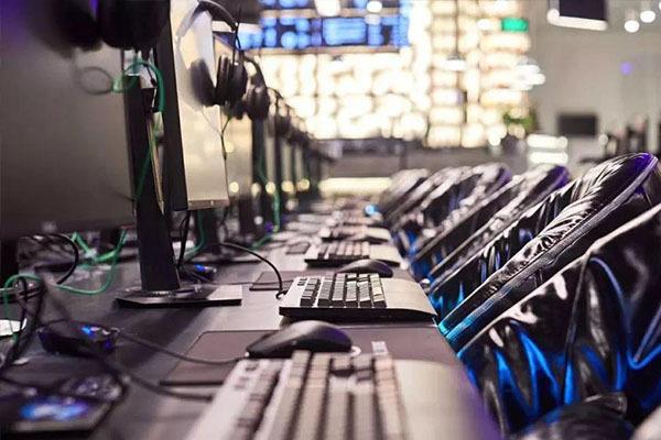 在县城开一家网吧需要多少钱