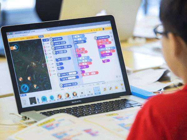 HelloCode少儿编程:孩子学少儿编程有用吗